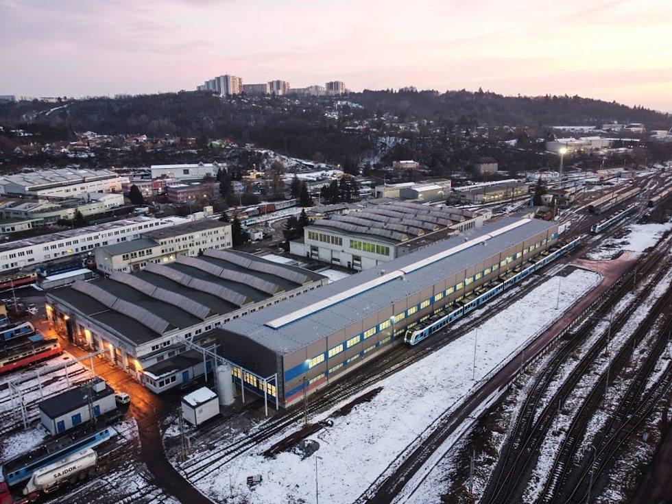 Hala v Maloměřicích v Brně má na délku přes sto padesát metrů.