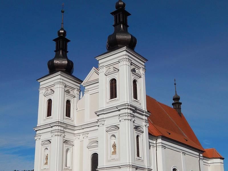 Barokní kostel Navštívení Panny Marie v Lomnici. Stavba byla postavena v letech 1669 - 1683 a patří k nejvýznamnějším památkám na Moravě. Obnova stavby začala v roce 2007 a dovršena byla v roce 2018 obnovou fasády. Stavba získala Cenu veřejnosti.