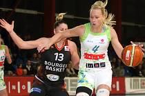Basketbalistky brněnského Imosu (v bílém Michaela Stejskalová) podlehly Orenburgu 50:78.