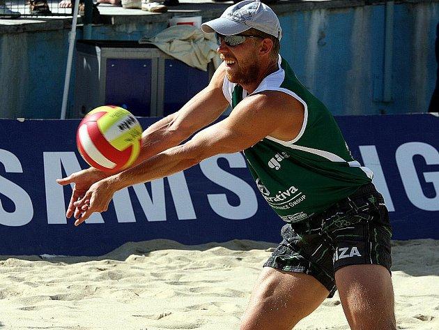 Domácí sezona plážového volejbalu má po roce opět stejné vládce. Přemysl Kubala a Petr Beneš v neděli odpoledne ve Slavkově u Brna obhájili titul mistrů republiky.