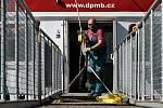 Instalace nástupního mola lodní dopravy DPmB na zastávce Sokolské koupaliště.