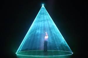 Muzikál Duch láká v Městském divadle Brno na řadu triků.