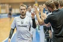 Florbalisté Hattricku Brno se radují z gólu.