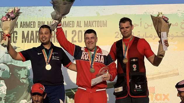 Zleva druhý Aaron Heading z Velké Británie, vítězný Rus Alexej Alipov a třetí David Kostelecký.