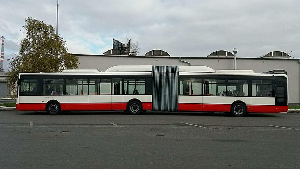 Kloubový autobus.