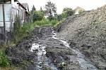 K desítkám zásahů vyjížděli v pátek večer po bouřce s přívalovými dešti jihomoravští hasiči především na Brněnsku. Čerpali vodu ze zatopených prostor a odklízeli také následky sesuvu půdy v Přibicích.
