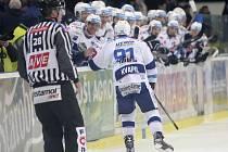 Hokejisté brněnské Komety po třech porážkách zvítězili. Ve 33. kole extraligy doma porazili Litvínov 2:1 a posunuli se před něj o bod na třetí místo tabulky.