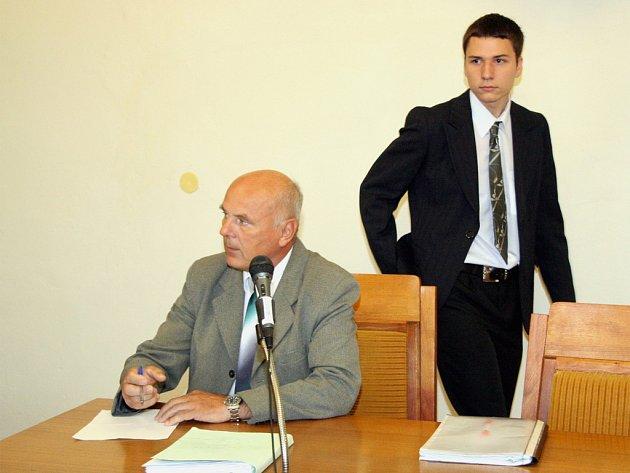Martina Kiliána (vpravo) soud zprostil obžaloby ze znásilnění
