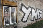 Radnice měst a obcí a také železničáři bojují s nelegálním graffiti. Ročně utrpí statisícové škody. Ochrana proti sprejerům je nákladná