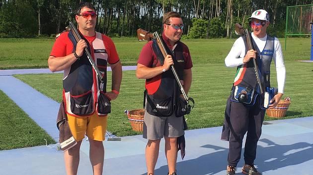 Brokový střelec Jiří Lipták (vlevo) vybojoval na evropském šampionátu stříbro v trapu.