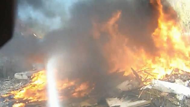 Záběr z videa hasičů.
