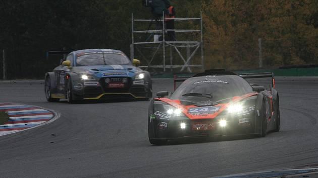 Tým Scuderia Praha s vozem Ferrari 488 GT3 obhájil na Masarykově okruhu v Brně prvenství ve vytrvalostním závodě Epilog, který se jel poprvé na 24 hodin a znamenal premiéru tohoto formátu na českém území.