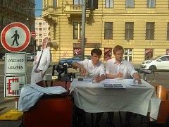 Zhoršení podmínek pro nejzranitelnější účastníky dopravy a házení špatné dopravní situace na chodce. Tak vnímají zástupci spolku BrnoNaKole uzavření přechodu na křižovatce Koliště s Bratislavskou ulicí.
