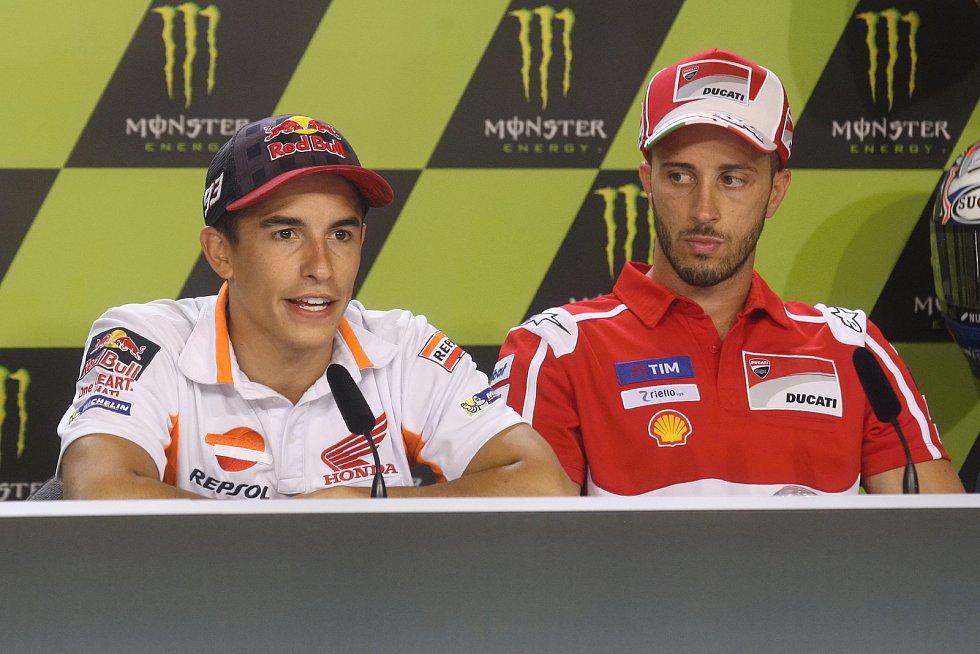 Tisková konference s jezdci Moto GP - zleva Marc Márquez a Andrea Dovizioso.