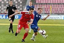 Brno 17.4.2019 - 23. kolo FNL mezi domácí Zbrojovkou Brno (Šimon Šumbera - červená) a Pardubicemi (modrá)