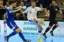 Brno 5.2.2020 - kvalifikační turnaj na futsalové MS 2020 - ČR Michal Seidler (bílá) Kazachstán (modrá)