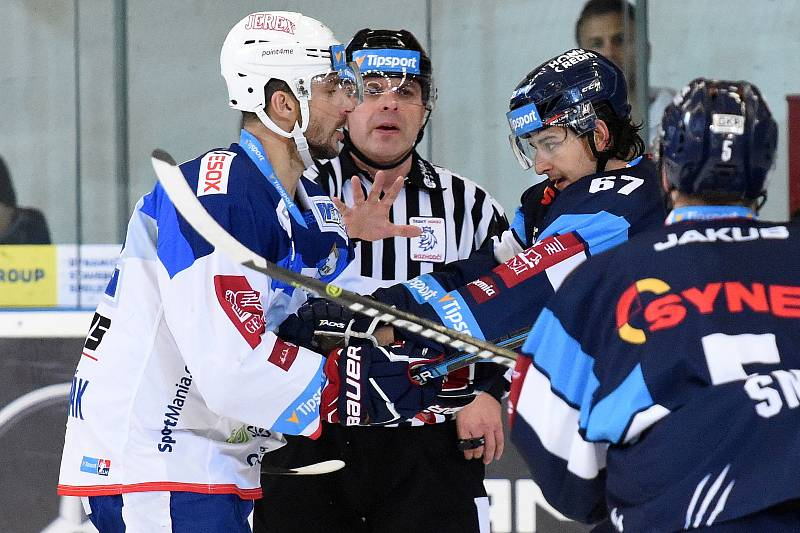 HC Kometa Brno v bílem (Leoš Čermák) proti Bílým Tygrům Liberec (Tomáš Hanousek)