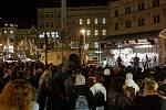 Na vánoční trhy v Brně dohlížejí stovky strážníků a policistů v uniformách i civilu.