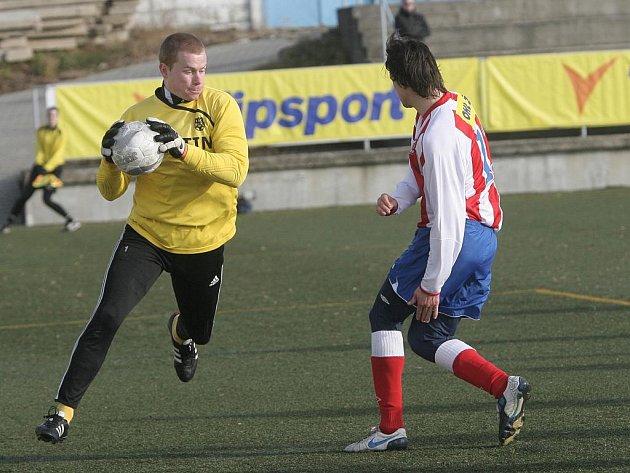 V utkání základní skupiny D zimního turnaje Zbrojovka zdolala Znojmo (brankář Hrubý).