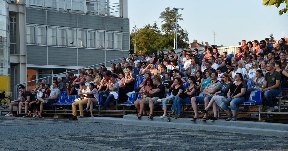 V letním kině na brněnském výstavišti v sobotu večer zhlédly desítky diváků Teorii tygra. Film byl jeden ze tří, které mohli navštívit při prvním promítacím víkendu zdarma.