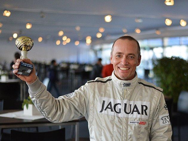 Finále mezinárodního šampionátu automobilových závodů Histo Cup přineslo na rakouské dráze Red Bull Ring další velký úspěch brněnskému pilotovi Davidu Bečvářovi ve voze Jaguar XJS.