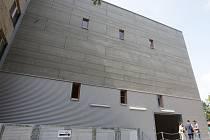 Novou budovu pro své technické zázemí může od středy využívat Městské divadlo Brno. Stavba, která vyrostla za rok a půl v zadním traktu areálu divadla, bude sloužit jako montážní hala a skladovací prostory pro kulisy a kostýmy.