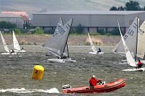 Vodní hladinu na Nových Mlýnech už od pátečního dopoledne křižovaly závodní jachty na tradiční Pálavské regatě, největším závodě v okolí.