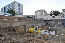 Čtyřicítka Brňanů se v neděli odpoledne podívala na staveniště, kde má už v roce 2020 stát Janáčkovo kulturní centrum.