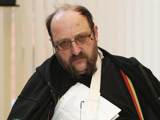Milan Holzäpfel u brněnského soudu.