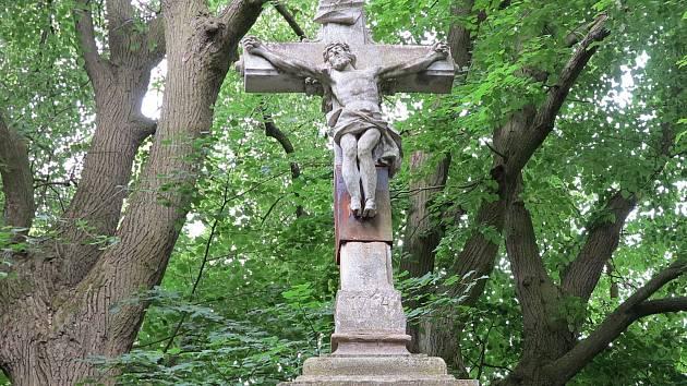 Zástupci Židlochovic chtějí letos opravit Sternův kříž.