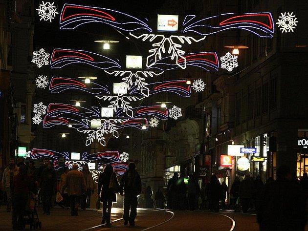 Vánoční výzdoba v brněnských ulicích.