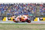 Zpět ale k motocyklové Grand Prix. Po érách dominantních Doohana nebo Rossiho se začala doba Španěla Marca Márqueze. Na Masarykově okruhu poprvé vyhrál na pátý pokus v roce 2012 v prostřední třídě.