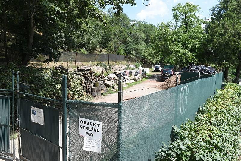 Sběrný dvůr Přírodní zahrada v zahradách pod Špilberkem, kde má vzniknout nový skleník.