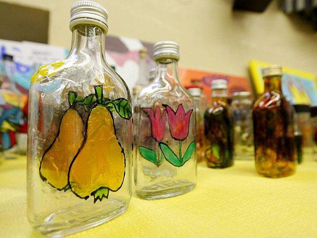 V nemocnici začala výstava s názvem Jarní inspirace spojená s dražbou výrobků.