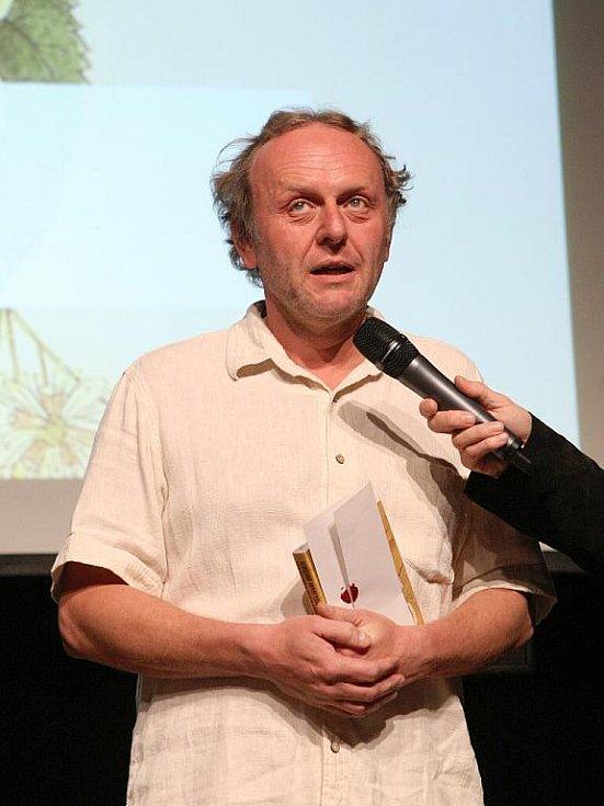 Na slavnostním vyhlášení vystoupil s improvizovaným vystoupením mimo jiné herec Jaroslav Dušek.