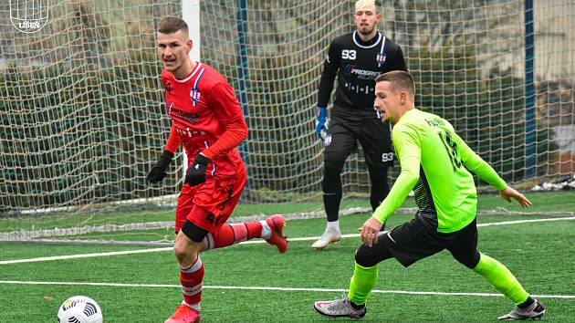 Líšeňští fotbalisté (v červeném) porazili v přípravném utkání Prostějov 2:1.