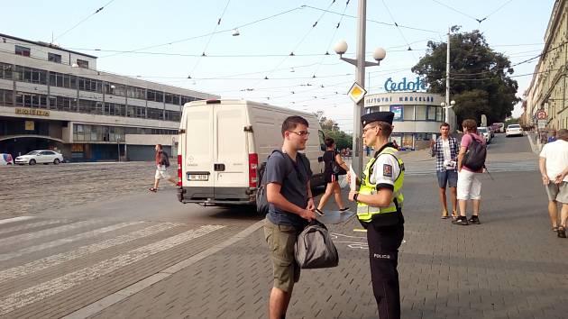 Dívej se na cestu, ne do mobilu, varovali policisté