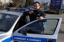 Policista Martin Dvořáček zůstal sám na výchovu pěti dětí.
