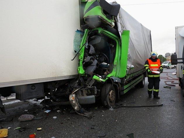Zásah vrtulníku záchranářů si vyžádala dopravní nehodana 204. kilometru dálnice D1 u obce Podolí v pondělí před jedenáctou hodinou dopoledne.