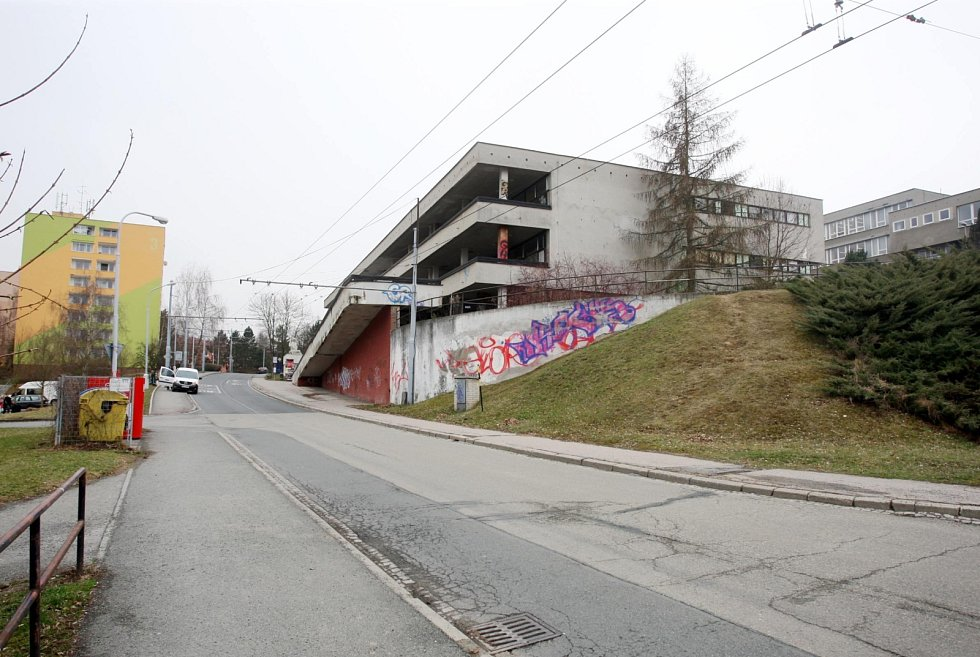 Chátrající budova Letné v brněnské Bystrci se přiblížila k opravě.