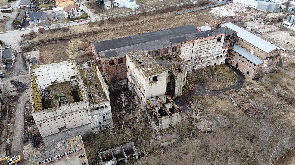 Roky nevyužívaná elektrárna v Oslavanech čeká na demolici.
