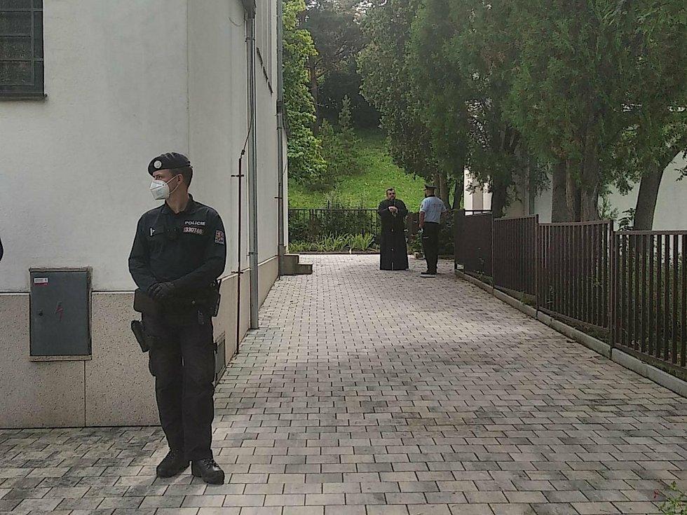 Chrám přijel převzít šumperský biskup Izaiáš. Foto: Deník/Jana Tomalová.