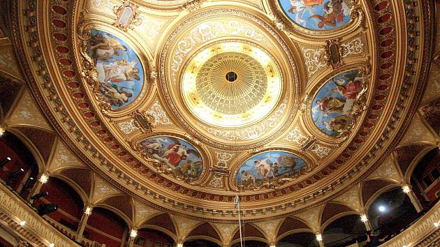 Zrestaurovaný strop Mahenova divadla.