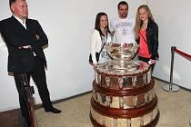 Unikátní příležitost vyfotit se se slavnou tenisovou trofejí měli v sobotu odpoledne lidé v Domě Pánů z Lipé na brněnském náměstí Svobody