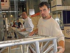Vystavovatelé na Mezinárodním strojírenském veletrhu ladí k dokonalosti své expozice. Letos se v Brně představí na šestnáct set firem, které zaplní všechny pavilony výstaviště.