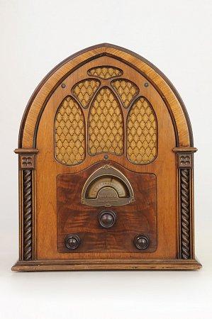 Rozhlasový přijímač Atwater Kent zUSA vyrobený vroce 1932