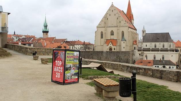 Nádvoří u Rotundy svaté Kateřiny ve Znojmě v sobotu 21. března 2020.
