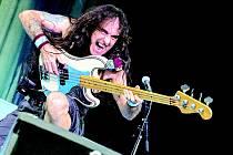 Baskytarista Steve Harris stál v roce 1975 u zrodu  anglické heavymetalové skupiny Iron Maiden.