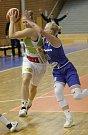 Basketbalistky KP Brno v úvodním zápase EuroCupu prohrály doma s německým Wasserburgem jednoznačně 51:73. Na snímku Kopecká a Záplatová.