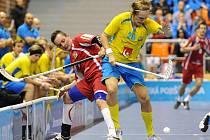 Čeští florbalisté v utkání se Švédskem.